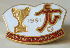 MANCHESTER UNITED 1991 EUROPEAN CUP WINNERS CUP badge Maker REEVES 35mm x 25mm