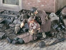 "Verlinden 1/35 ""Rescue G.I.'s"" US Soldier Pulling Wounded WWII (2 Figures) 2305"