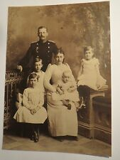Soldat in Uniform Offizier ? und Familie Frau & 4 Kinder / Foto Reproduktion