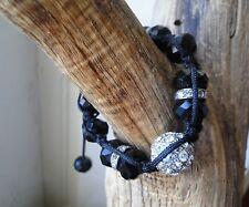 Bracelet shamballa avec pierre facettée noire et une grosse perle strass blanche