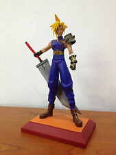 Final Fantasy Cloud Statue