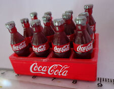1:12 scala in plastica COCA COLA Crate & BOTTIGLIE Dolls House Miniature