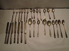 LOT OF 29 VINTAGE / ANTIQUE SILVER PLATED SILVERWARE SPOONS, KNIVES, FORKS