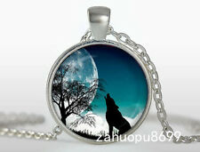 Vintage WOLF Cabochon Silver plated Glass Chain Pendant Necklace 05d
