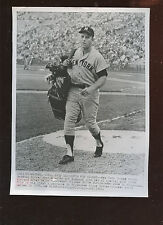 Original July 11 1968 Mickey Mantle Given Golf Clubs 7 X 9 Wire Photo