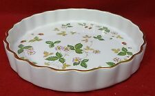 "WEDGWOOD china WILD STRAWBERRY Earthenware pattern Quiche - 9-3/4"" Gold Trim"