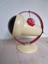 Lampe Infraphil désignée par Charlotte Perriand pour Philips.