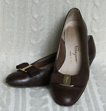 Vintage Salvatore Ferragamo Brown Leather Vara Heels Logo Bow 7 B