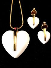 1960'S CROWN TRIFARI GOLD CHAIN NECKLACE CREAM LUCITE HEART PENDANT EARRINGS SET