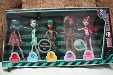 MONSTER HIGH SKULL SHORES 5 PACK  DOLLS  DRACULAURA, CLEO DE NILE,FRANKIE STEIN