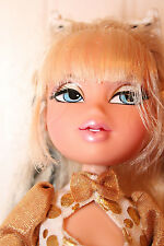 Bratz MGA Cloe Doll - Loose, Golden outfit, Black streak in hair, Jointed arms