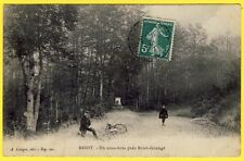 cpa 60 - BRIOT (Oise) Un SOUS BOIS près BRIOT GRANGE Animée Cycliste
