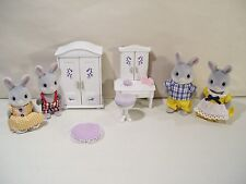 LOT OF 4 CALICO CRITTERS COTTONTAIL RABBIT FAMILY FIGURES FURNITURE, BUNNY