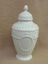 Antique continental allemande kpm berlin blanc de chine porcelaine couvercle vase urne