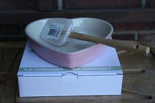 Le Creuset Satin Pink Heart Dish 20cm with spatula Glitter White RARE NEW w BOX