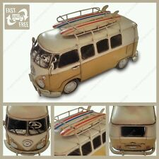 1966 modelo Kombi Caravana en amarillo con Tablas de surf Metálico