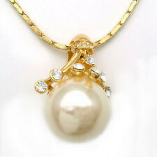 White South Sea Shell Pearl Crystal Yellow Gold Plated Flower Pendant & Necklace