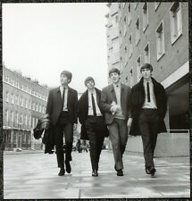 THE BEATLES POSTER PAGE 1963 IN LONDON . JOHN LENNON GEORGE HARRISON . J3