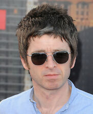 Noel Gallagher UNSIGNED photo - D1251 - Oasis