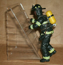 1/18 Scale Fireman on Ladder Figure - FireFighter Diorama Accessory Papo 70006