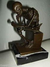 Echt Bronze Figur Der Denker als Skelett auf Marmor  Milo Skulptur  15 cm Neu