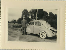 PHOTO ANCIENNE - VINTAGE SNAPSHOT - VOITURE AUTOMOBILE RENAULT 4 CV HOMME MODE