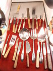 LARGE LOT OF MIXED KITCHEN UTENSILS, KNIVES, LARGE SERVICE PIECES, SPATULAS+++++