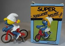 VINTAGE 1980s BOXED SCHLEICH PEYO SUPER SMURF SMURFETTE RIDING BICYCLE #40236