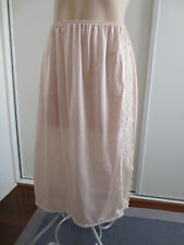 Pretty vintage nude-tone half-slip with lace insert size 12 - 14 (US 8 - 10)