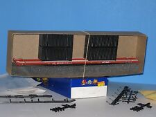 Athearn HO 86' Flat Car & (4) - 20' Containers, CP Rail, #521135