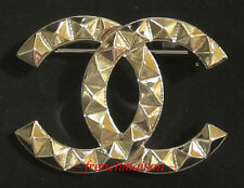AUTHENTIC CHANEL CC Logo PIN BROOCH 3D Gold Classic 2017 Cruise Soldout Rare New