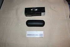 OAKLEY BLACK CLAMSHELL EYEGLASS CASE WITH MICROFIBER BAG & BOX (Never Used)