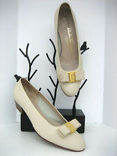 SALVATORE FERRAGAMO VARA BONE BEIGE CALFSKIN LEATHER PUMPS HEELS SHOES 8.5 B