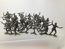 25 Marx Russian Recast  soldiers  green army men In Six Poses.