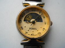 Fossil women's brown leather band,quartz,battery & Analog dress used watch.