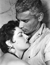 Jeff Chandler and Jane Russell UNSIGNED photo - C1059 - Foxfire