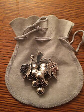 LARGE VENTAGE STERLING SILVER MEXICAN TASCO/TAXCO BUNCH OF GRAPES BROOCH/PENDENT