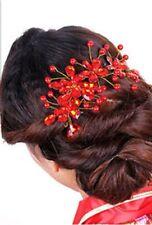 Accessoire mariage , bijou de cheveux orné de fleurs en perles rouges
