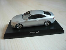 Kyosho Audi A5 Coupé in Silbermetallic 3inch 1/64 OVP