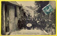 CPA Bonjour de GIVET MILITAIRES en CAMPAGNE La Musique des CHASSEURS ALPINS