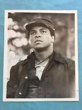 PUBLICITY PHOTOGRAPH OF HEAVYWEIGHT BOXING CHAMPION MUHAMMED ALI - SIGNED BY ALI