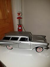 1/18 Road Signature, 1957 Chevy Nomad Station Wagon Silver..NICE.