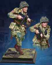 COLLECTORS SHOWCASE WW2 AMERICAN CS60005 U.S. 101ST AIRBORNE AT CARENTAN STATUE
