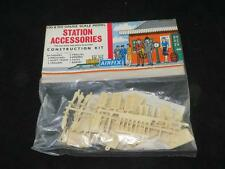 VINTAGE AIRFIX HO/OO MODEL RAILWAY KIT Station Accessories in Rare Type 2 Bag Ex