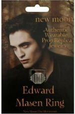 "Twilight ""New Moon"" Prop Replica (Edwards ""Pre-Vampire"" Mason NECA Ring)"