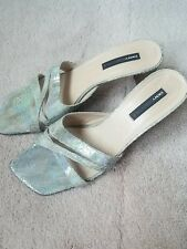DKNY Essentials Gray Patent Leather Strappy Sandals Shoes Sz 10 B Italy