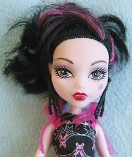 2008 Monster High - DRACULAURA Doll - Complete With Outfit, Shoes & Handbag