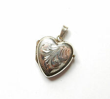 Vintage 925 Sterling Silver HEART SHAPE PATTERNED PHOTO PICTURE LOCKET 1.8g