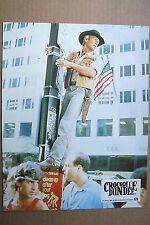 PAUL HOGAN LOBBY CARD PHOTO EXPLOITATION CROCODILE DUNDEE vive le GPS