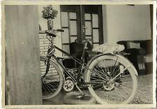 PHOTO ANCIENNE - VINTAGE SNAPSHOT - VÉLO BICYCLETTE NOËL CADEAU INTÉRIEUR - BIKE
